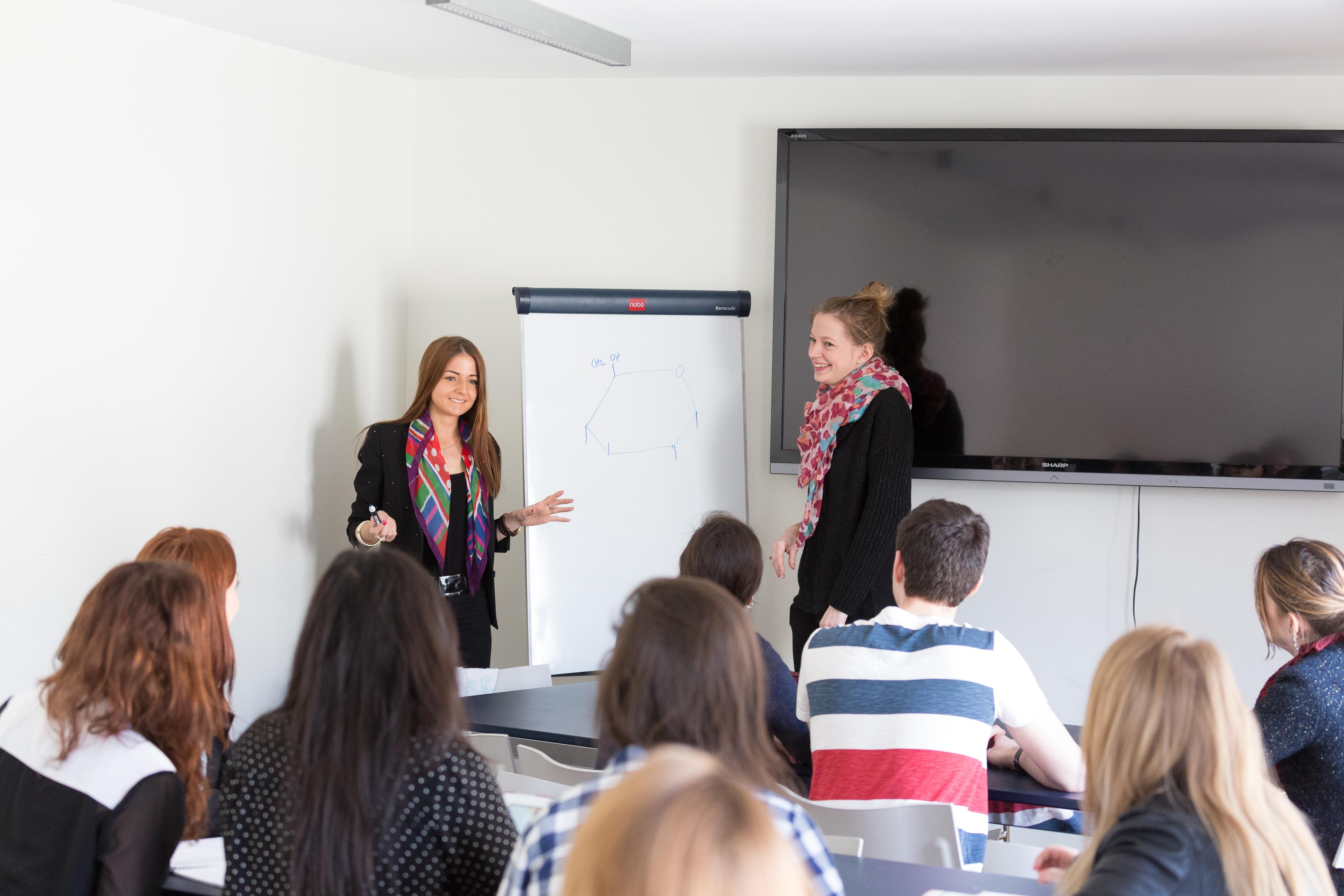 Cours-diderot-formations-superieures-bts-bachelor-master-lille-paris-toulouse-lyon-montpellier-marseille-aix-en-provence-nice-etudiants-classe-oral-presentation