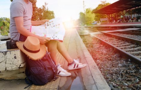Cours-diderot-formations-superieures-bts-bachelor-master-lille-paris-toulouse-lyon-montpellier-marseille-aix-en-provence-nice-bts-tourisme-train-rails-voyage-carte-sac-a-dos